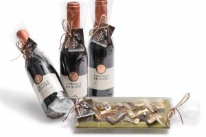 Detalle Vino Corona de Aragón y plato de cristal decorado con caramelos